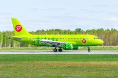Airbus a319 S7, aeroporto Pulkovo, Rússia St Petersburg maio de 2017 Foto de Stock