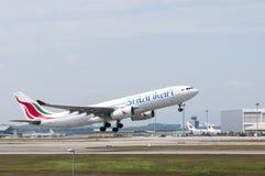 Airbus A330 saca Fotos de archivo libres de regalías