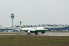 Airbus A330 saca Imágenes de archivo libres de regalías