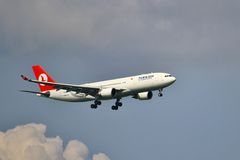 Airbus A330 landing Royalty Free Stock Photo