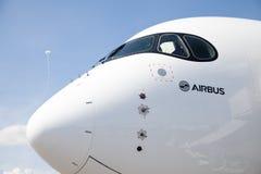 Airbus suportes planos de A 350 - 900 no aeroporto em Berlim Imagem de Stock