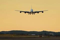 Airbus a380 ungefähr zur Landung - Vorderansicht Lizenzfreies Stockbild