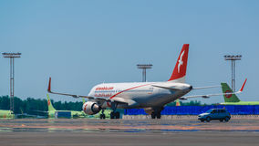 Airbus uns 320 Air Arabia que taxa no avental Imagens de Stock Royalty Free