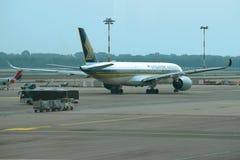 Airbus A350-900 9V-SME Singapore Airlines avant le départ sur la piste de roulement de l'aéroport de Malpensa Images libres de droits