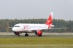 Airbus A319-111 Vim Airlines taxiing Stock Images