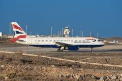 Airbus A321-200 von British Airways-Fluglinien ist zu sich entfernen bereit Lizenzfreie Stockfotos