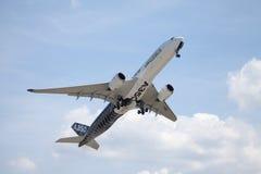 Airbus A 350 - voo 900 plano no aeroporto em Berlim Imagem de Stock Royalty Free