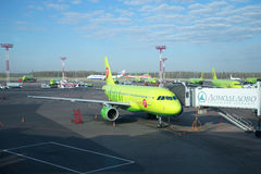 The Airbus A319-100 (VP-BHP) S7 Airlines (Siberia) at the ramp at Domodedovo airport Stock Photos