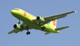 The Airbus A319 VP-BHP of S7 - Siberia Airlines before landing in Pulkovo airport Royalty Free Stock Photos