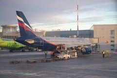Airbus A320-214 VP-BKY Aeroflot - líneas aéreas rusas en el aeropuerto de Pulkovo Imágenes de archivo libres de regalías