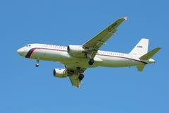 Airbus A320-214 VQ-BBM da linha aérea Rússia antes de aterrar no aeroporto de Pulkovo Imagem de Stock Royalty Free