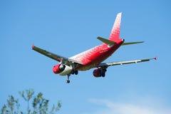 Airbus A319-111 VQ-BCP da linha aérea Rossiya - aterrissagem das linhas aéreas do russo Imagens de Stock