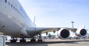 Airbus A380 Vue sur deux du côté gauche réacteurs à double flux de Rolls et de Royce Photo libre de droits