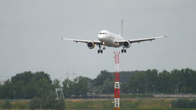 Airbus 320 Vueling που πλησιάζει απόθεμα βίντεο