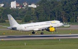 Airbus A-320 Vueling Photographie stock libre de droits