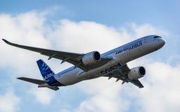 Airbus A350-900 XWB σε MAKS 2015 Airshow Στοκ εικόνα με δικαίωμα ελεύθερης χρήσης