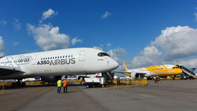 Airbus A350-900 XWB and Scoot Boeing 787 Dreamliner on display at Singapore Airshow Stock Images
