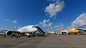 Airbus A350-900 XWB and Scoot Boeing 787 Dreamliner on display at Singapore Airshow Royalty Free Stock Photos