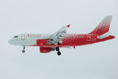 ` Airbusses A319-111 Iwanowo-` VP-BIQ Fluglinie ` Rossiya-Fluglinie ` im Abschluss des bewölkten Himmels oben Ansichtprofil Stockfoto