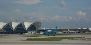 Aircarft civil no aeroporto de Suvarnabhumi Foto de Stock