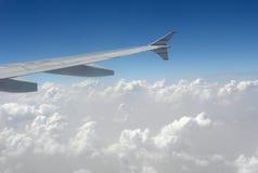 Aircarft nas nuvens Imagens de Stock