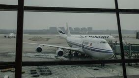 Aircarft sur l'aéroport capital de Pékin, Chine Photographie stock
