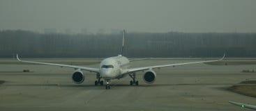 Aircarft sur l'aéroport capital de Pékin, Chine Images stock