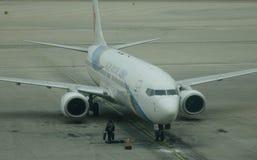 Aircarft sur l'aéroport capital de Pékin, Chine Image stock