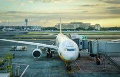 Aircarfts på NAIA-flygplatsen i Manila, Filippinerna Fotografering för Bildbyråer