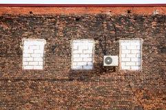 Airconditioner op een bakstenen muur. Royalty-vrije Stock Fotografie