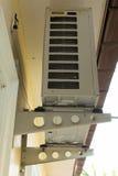 Airconditionerscondensator stock fotografie