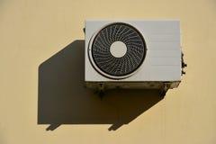 Airconditioningseenheid opgezet op muur Royalty-vrije Stock Afbeelding