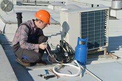 Airconditioningsreparatie stock fotografie