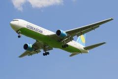 Aircraft Boeing 767-33PER4 (UK-627003) company Uzbekistan Airways in flight Stock Photos