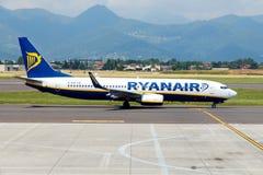 Aircraft companies Rayanair flies up at the Royalty Free Stock Photography