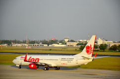 Aircraft landing at Don Mueang international airport Royalty Free Stock Photography