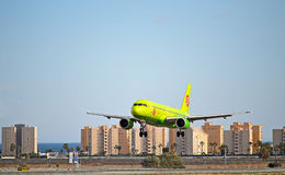Aircraft Landing-Russian S7 Boeing Passenger Plane Alicante Airport. Russian S7 Airlines from Moscow about to land at Alicante Airport in Spain Royalty Free Stock Photos