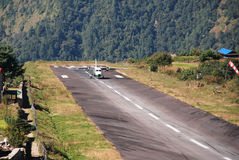 Aircraft landing to Lukla airport (LUA) Stock Photography