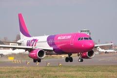 Aire Airbus A320 de Wizz Foto de archivo libre de regalías
