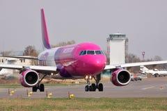 Aire Airbus A320 de Wizz Foto de archivo