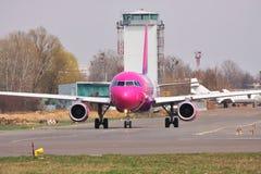 Aire Airbus A320 de Wizz Fotografía de archivo libre de regalías