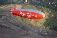 Aire-aire con un dirigible de WDL Imágenes de archivo libres de regalías