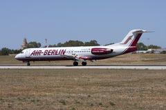 Aire Berlin Fokker 100 después de aterrizar fotos de archivo libres de regalías