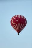 Aire caliente Baloon sobre Cappadocia fotografía de archivo libre de regalías