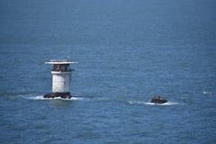 Aire d'atterrissage vertical de Miles Rocks Lighthouse et d'hélicoptère, 1 photographie stock libre de droits