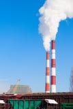 Aire de la contaminación de dos chimeneas que fuma Foto de archivo libre de regalías