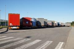Aire de repos, vue du dos des camions garés photos libres de droits