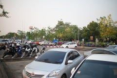 Aire de stationnement occupé de voiture d'aéroport international de Chiangmai Photo stock