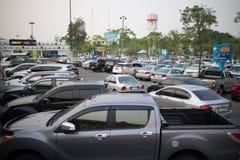 Aire de stationnement occupé de voiture d'aéroport international de Chiangmai Images stock
