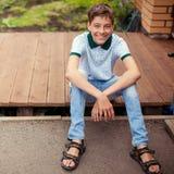 Aire libre adolescente sonriente en el verano Imagen de archivo